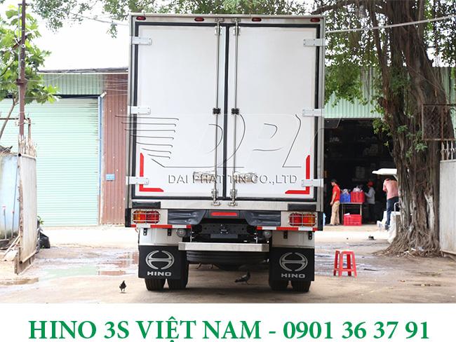 Thung-dong-lanh-xe-8-tan-Hino-Euro-4-e